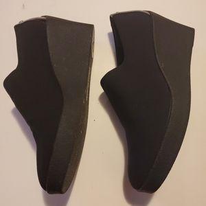 Donald J Pliner  Wedge Shoes
